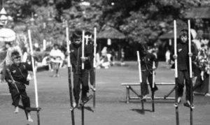 permainan tradisional sunda egrang