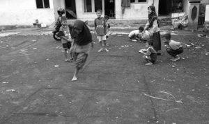 permainan tradisional sunda pecle